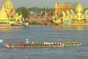 gara-di-barche-nel-water-festival