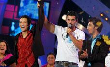 prashant , sulla sinistra, eletto Indian Idol
