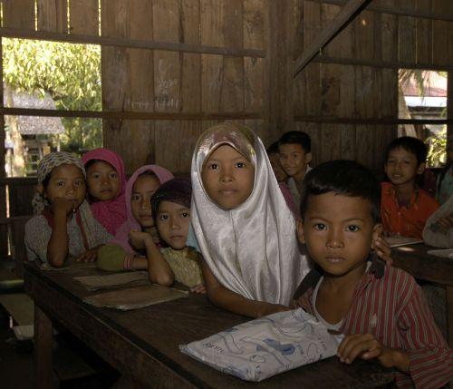 http://crespienrico.files.wordpress.com/2009/02/scuola-cham-cambogia.jpg