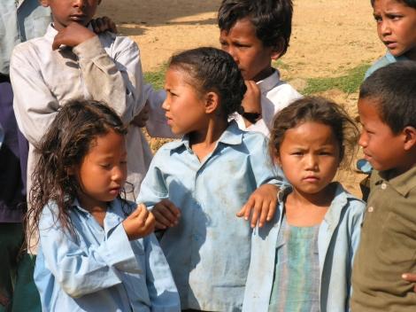 bambini a scuola a Sarsyurkarka, Kavre Nepal